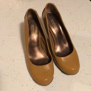 Kenneth Cole tan wedges sz 8.5